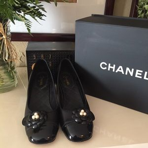 Excellent Condition CHANEL Auth Black Floral Heels